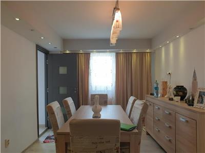 de vanzare apartament cu 4 camere, decomandat, Marasti, Cluj Napoca