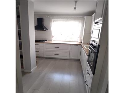 de vanzare apartament cu 4 camere, decomandat, cu garaj, Manastur, Cluj Napoca