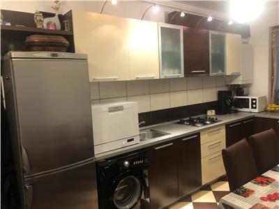 apartament de vanzare, 3 camere, Floresti, zona centrala